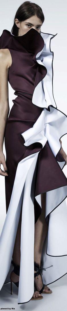 Maticevski Collection Fall 2016 Ready-to-Wear White Fashion, Love Fashion, Fashion Beauty, Burgundy Fashion, Fashion Design, Couture Fashion, Runway Fashion, Womens Fashion, Prom Dress Couture
