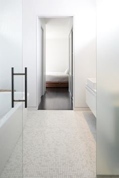 Clean lines from bathroom to bedroom - stxxz.com