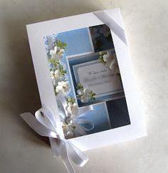 ...w postaci swinga zrobionego z błękitnej, koronkowej strony papieru W pąkach krokusów , która pasuje do ślubnych klimatów idealnie :)  Lis...