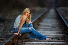 train track poses for photo Country Senior Pictures, Senior Photos Girls, Senior Girl Poses, Senior Girls, Senior Portraits, Railroad Senior Pictures, Track Senior Pictures, Senior Posing, Senior Session
