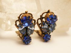Vintage blue rhinestone earrings. Blue by chicvintageboutique