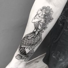 Every Friday, here, the artists that stand out! Mommy Tattoos, Mother Tattoos, Mother And Baby Tattoo, Baby Tattoos, Cute Tattoos, Xoil Tattoos, Forearm Tattoos, Body Art Tattoos, Tattoo Ink