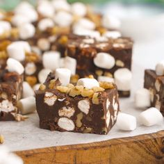 Rocky Road Fudge is perfect for Nutella and fudge lovers, alike! -Nutella Rocky Road Fudge is perfect for Nutella and fudge lovers, alike! Candy Recipes, Sweet Recipes, Baking Recipes, Dessert Recipes, Rocky Road Fudge, Rocky Road Cake, Yummy Treats, Delicious Desserts, Sweet Treats