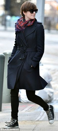 Anne Hathaway / navy trench coat + red reopard stole