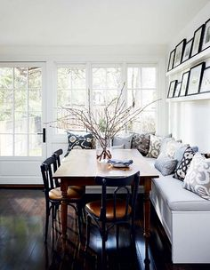 large baquette seating at home 15 Kitchen Banquette Seating Ideas For Your Breakfast Nook my kitchen ideas Kitchen Seating, Kitchen Benches, Kitchen Dining, Kitchen Banquette Ideas, Built In Dining Room Seating, Eat In Kitchen Table, Corner Bench Seating, Wall Bench, Floor Seating