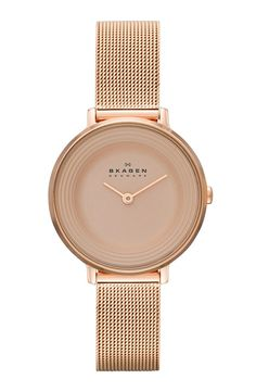 Clean look with the simple face and rose gold!