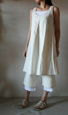 linen tunic - Japanese style again. Like the top...but not with the wide pants ( maybe leggings..)