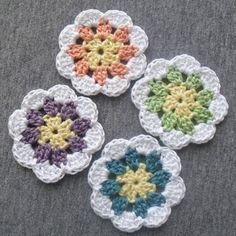 Ravelry: Granny-in-the-middle Flower pattern by Diva Stitches Crochet Thread Crochet, Love Crochet, Crochet Motif, Crochet Crafts, Yarn Crafts, Crochet Hooks, Crochet Projects, Knit Crochet, Crochet Granny