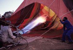 Der Heißluftballon wird mit Leben gefüllt: Im Heißluftballon über Südafrika: Zuerst Abenteuer, dann Urkunde