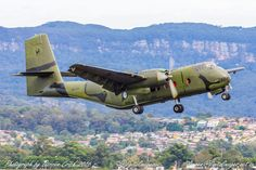 A former RAAF - Aus_AirForce DHC4 #Caribou now owned by #HARS departs Wings Over Illawarra #RAAF #Avgeek #Aviation #Airshow