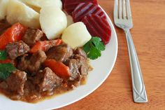 Swedish Kalops, an authentic and traditional beef stew slow simmered with vegetables, white peppercorns and allspices berries. Gourmet Recipes, Beef Recipes, Healthy Recipes, Cooker Recipes, Soup Recipes, Recipies, Beef Stew Seasoning, Finnish Recipes, Pickled Beets