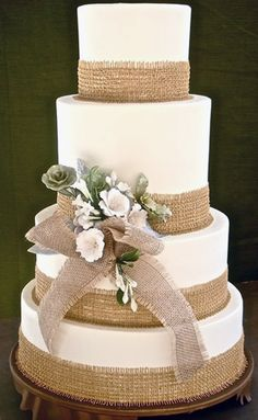 Burlap cake decorating
