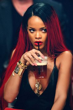 Rihanna Inspired Black To Red Ombre Style Celebrity Lace Wigs; love this black to red ombré look Estilo Rihanna, Mode Rihanna, Rihanna Riri, Rihanna Style, Rihanna Red Hair, Rihanna Nails, Red Ombre, Wig Hairstyles, Straight Hairstyles