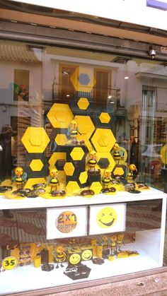Monochromatic yellow #merchandising window display. The bees are buzzing about new sunglasses.