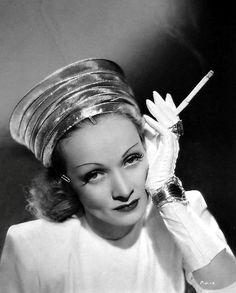 шляпки 40-х годов фото: 26 тыс изображений найдено в Яндекс.Картинках