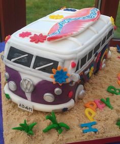 Hippie VW Camper Van Cake <3<3<3<3 I want this for my next birthday (wishful thinking)