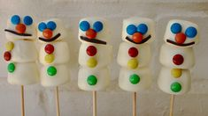 Marshmallow Roasting Sticks, Campfire Marshmallows, How To Make Marshmallows, Chocolate Covered Marshmallows, Marshmallow Snowman, Marshmallow Pops, Toasted Marshmallow, Edible Christmas Gifts, Christmas Desserts