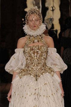 With ornately-adorned face cages and wonderful ruffs, Alexander McQueen continued its Elizabethan theme with spectacular jewelry.