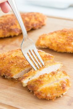 Dinner in 15 minutes! Parmesan Crusted Chicken is a quick and easy recipe to mak… Dinner in 15 minutes! Parmesan Crusted Chicken is a quick and easy recipe to make for busy weeknights! Breaded Chicken Parmesan, Crispy Fried Chicken, Chicken Parmesan Recipes, Recipe Chicken, Fried Pork, Chicken Royale Recipe, Parmesean Crusted Chicken, Thin Chicken Cutlet Recipes, Chicken Parmigiana