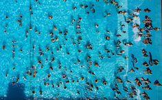 In den Schwimmbädern wird das Aufsichtspersonal knapp. Der Schwimmmeister-Verband und mehrere Parteien wollen jetzt geeignete Asylbewerber zu Bademeistern ausbilden.
