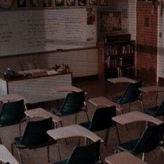 Aesthetic Images, Aesthetic Vintage, Aesthetic Wallpapers, High School Story, School For Good And Evil, College Aesthetic, Character Aesthetic, Book Characters, Pretty Little Liars