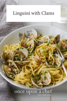 Linguine with clams in a garlicky white wine sauce makes an easy and elegant Italian pasta dinner. pasta italian Restaurant-Style Linguine with Clams - Once Upon a Chef Fish Recipes, Seafood Recipes, Dinner Recipes, Cooking Recipes, Healthy Recipes, Cooking Ideas, Healthy Food, Clam Pasta, Pot Pasta