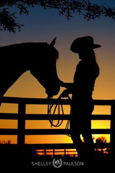 It's Silhouette Saturday! This silhouette is mind-expanding for me. I wouldn't normally choose to include a fence in my shadow shapes but we just. Cowboy Horse, Cowboy Art, Horse Girl, Horse Love, Silhouette Painting, Horse Silhouette, Horse Photography, Portrait Photography, Cavalo Wallpaper