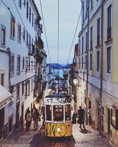 Elevador da Bica, Lisboa. House In Nature, House Viewing, My Point Of View, View Photos, Street View, Houses, Travel, Elevator, Lisbon