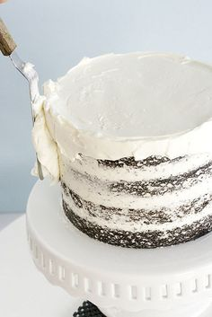 how to frost a cake - good tips, plus tip on mixing frosting for 5 mins on low once it's made.