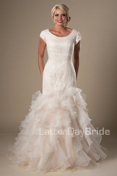 74e0f149c7fc 308 Inspiring Wedding Dresses images | Bridal gowns, Alon livne ...