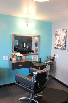 A beautiful hair station at Sublime Designs for Hair Home located in Yucaipa, California. Home Beauty Salon, Home Hair Salons, Beauty Salon Decor, Beauty Studio, Salon Design, Home Design, Hair Salon Stations, Booth Decor, Glam Room