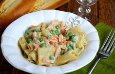 <p>If you thought Alfredo sauce was a thing of the past, whether for health or ethical reasons, you can have it back. There are so many ways to make an lighter, healthier Alfredo sauce that is lower in calories and cruelty-free. Try them all to see which way you like vegan Alfredo best.</p>
