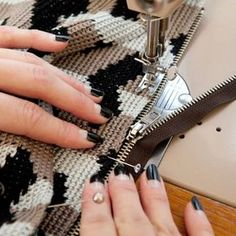 Making of Kaakeli bag. Pattern with DIY instructions can be found in 2 book. Photos by Saara Salmi. Starting from next week I… Crochet Doily Rug, Tapestry Crochet Patterns, Crochet Cord, Crochet Purse Patterns, Crochet Pouch, Crochet Gifts, Crochet Handbags, Crochet Purses, Crochet Flower Tutorial