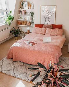 Here are My 5 Easy Bedroom Decor Ideas & Tips for a Spring update. These decorating ideas are simple and inexpensive and will give your bedroom an upgrade. Diys Room Decor, Simple Bedroom Decor, Bedroom Ideas Pinterest, Uni Room, Home Bedroom, Bedrooms, Bedroom Inspo, Aesthetic Rooms, Suites