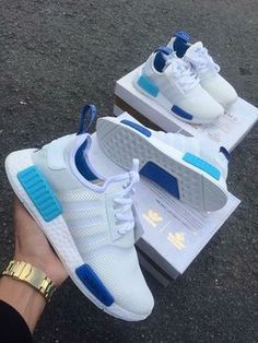Adidas Women Shoes - Adidas NMD White Blue Glow - We reveal the news in sneakers for spring summer 2017 Adidas Outfit, Adidas Shoes Women, Sneakers Women, Blue Adidas Shoes, Adidas Nmd Blue, Women Nike, Sneakers Fashion, Fashion Shoes, Shoes Sneakers