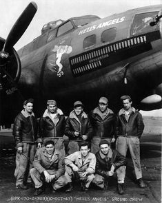 "Aircraft and ground crew of Boeing Flying Fortress ""Hell's Angels"" of the Bombardment Squadron at RAF Molesworth. This was the first aircraft to complete 25 combat missions in Eighth Air Force on 13 May Hells Angels, Us Marines, Nose Art, Photo Avion, B 17, History Online, Ww2 Planes, War Machine, Military History"