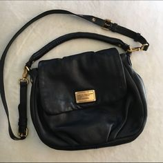 Marc Jacobs 'Classic Q' Lil Ukita Bag Pre-loved shoulder bag with rolled handle and removable, adjustable crossbody strap provide convenient carrying options. Signs of normal wear on leather. Minor scuffs and peeling (see 3rd pic). Interior shows some spots and wear. Dust bag included. Feel free to ask questions. Marc by Marc Jacobs Bags Shoulder Bags