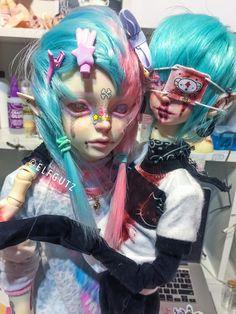 KING CØMET & SPĀCEBØI Ooak Dolls, Art Dolls, Big Eyes Artist, Pastel Goth Fashion, Kawaii Doll, Look Girl, Doll Painting, Anime Dolls, Doll Repaint