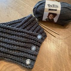 Beginner Knitting Projects, Easy Knitting Patterns, Knitting For Beginners, Free Knitting, Knitting Machine, Knit Cowl, Knit Crochet, Halloween Knitting, Knitted Boot Cuffs