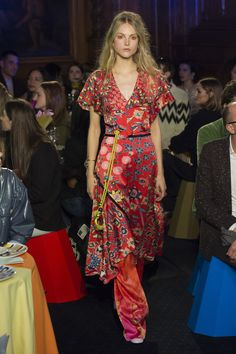 The complete Peter Pilotto Fall 2018 Ready-to-Wear fashion show now on Vogue Runway.