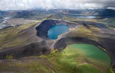 Палитра. Насколько бывает разный свет!   И как по-разному светятся озера.  Нижнее фото сделано в прошлом году. #исландия Автор: Андрей