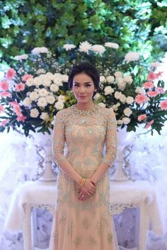 Acara Lamaran Elegan dan Cantik ala Sarah dan Bagus - 1459149036729 Kebaya Lace, Batik Kebaya, Kebaya Dress, Batik Dress, Dress Brukat, Lace Dress, Pretty Dresses, Beautiful Dresses, Kebaya Wedding