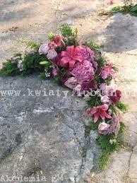 Znalezione obrazy dla zapytania dekoracje grobów na wszystkich świętych Ikebana, Floral Arrangements, Beautiful Flowers, Floral Wreath, Wreaths, Plants, Image, Spring, Floral Crown
