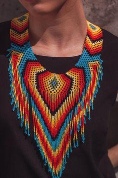 Collar hecho a mano. Indígenas Embera. Cultura colombiana