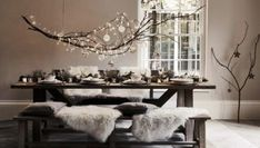 What's the difference between Hygge and Minimalism? - My Minimalist Living Christmas Dining Table, Christmas Table Settings, Christmas Table Decorations, Home Decorations, Winter Decorations, Christmas Tablescapes, Holiday Tables, Hygge Home, Classy Christmas
