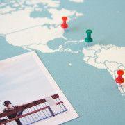 Detalle-mapa-corcho-azul-viajar-misswood-blanco