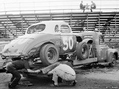 Stock car being unloaded from its trailer Nascar Cars, Nascar Racing, Dirt Racing, Auto Racing, Ridge Runner, Vintage Race Car, Vintage Auto, Car Carrier, Car Trailer