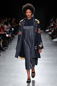 Rahul Mishra Fall 2017 Ready-to-Wear Collection Photos - Vogue (Sunray Pleated Dress)