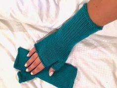 These Teal Fingerless Gloves Pattern are the perfect winter accessory. This fingerless gloves knitting pattern will show you how to create the perfect knitted gift for a teen, granddaughter, or friend.