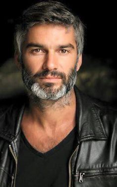 54 Cool Beard Styles For Handsome Men In This Year – coiffures et barbe hommes Best Beard Styles, Hair And Beard Styles, Hairy Men, Bearded Men, Silver Foxes, Awesome Beards, Mature Men, Older Men, Male Beauty